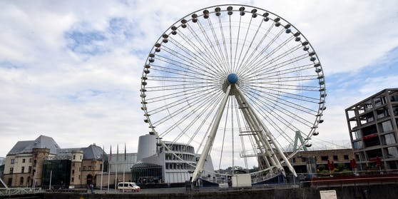 """Das """"Europa-Riesenrad"""" ist 55 Meter hoch und steht auf dem Platz neben dem Schokoladenmuseum."""