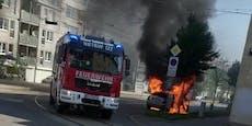 Mercedes geht in Wien während Fahrt in Flammen auf