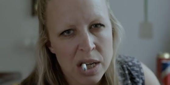 Nina Proll macht sich über Vernaderer lustig und will damit ins Radio.