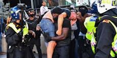 """Bild von """"Black Lives Matter""""-Demo geht viral"""