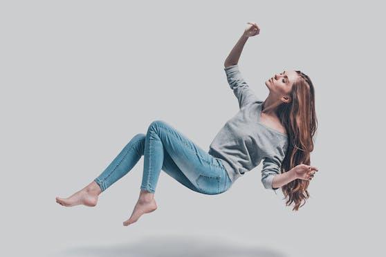Skinny Jeans schmeicheln der Figur. Jedoch können sie auch die Bildung von Orangenhaut begünstigen.
