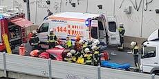Frau (45) nach schwerem Crash in Wien aus Auto befreit