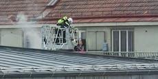 Feuerwehr rettet Frau von Terrasse bei Wohnungsbrand