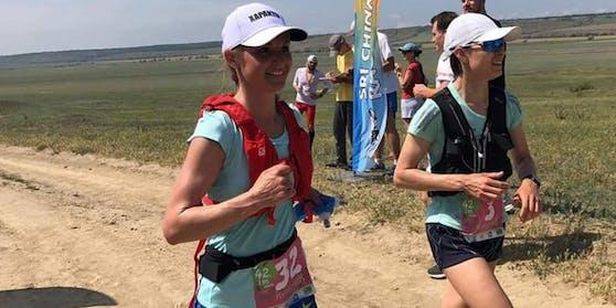 Ekaterina Katuseva (l.) ist bei einem Marathonrennen verstorben.