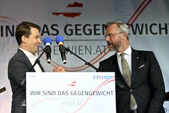 Dominik Nepp und Norbert Hofer bei einer Kundgebung,