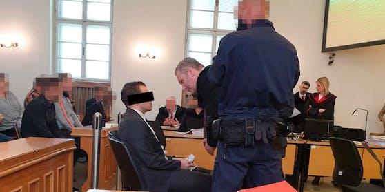 Angeklagter mit Verteidiger Arbacher-Stöger.