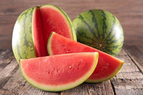 Wassermelonen sind eine gesunde und schmackhafte Erfrischung bei sommerlichen Temperaturen. Beim Kauf sind wir vor die Herausforderung gestellt, ihren Reifegrad zu erahnen.