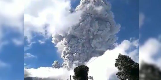 Der indonesische Vulkan Merapi ist am Sonntag erneut ausgebrochen.