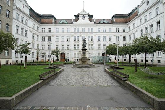 Etwas Grün, viel Stein: der Schlesingerplatz in der Josefstadt