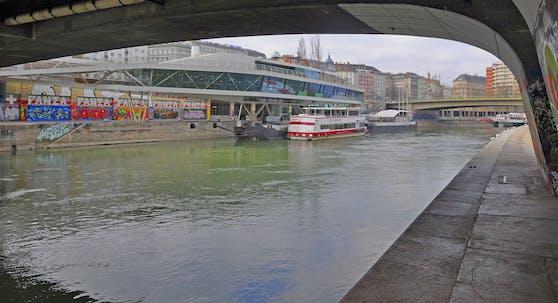 Blick unterhalb der Schwedenbrücke Richtung Franz-Josefs-Kai