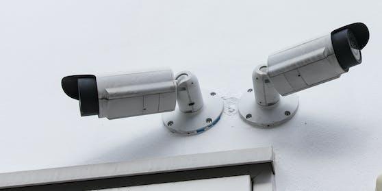 (Symbolbild) In dem Wohnheim wurden die dort lebenden Studenten mit Videokameras überwacht.