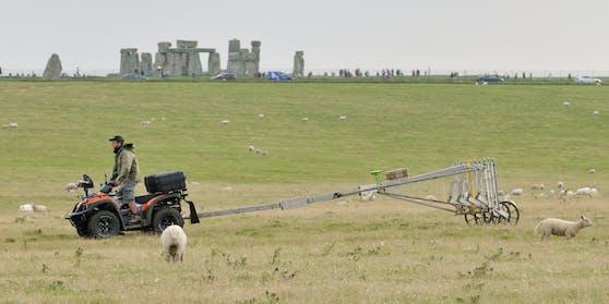Britische und österreichische Forscher haben ein riesiges Steinzeitmonument nahe Stonehenge entdeckt.