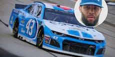Galgenstrick in Garage von schwarzem NASCAR-Piloten