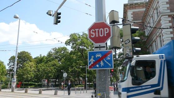 Diese Kreuzung am Wiener Karlsplatz sorgt immer wieder für Strafmandate.