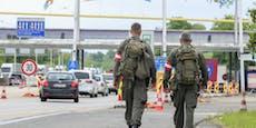 Schlepper mit zehn Insassen an Grenze gestoppt