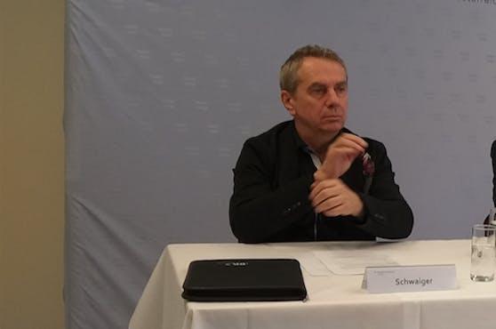 Raub-Ermittler Günter Schwaiger hofft nach dem Überfall auf eine Bank in Wartberg auf den entscheidenden Hinweis durch einen Schüler.