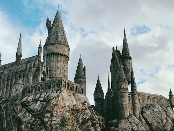 Nun kannst du eines der vier Schulhäuser der legendären Schule für Hexerei und Zauberei, Hogwarts, als dein Urlaubsdomizil wählen.