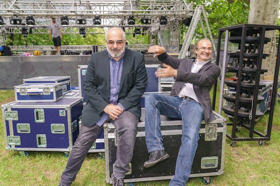 Bringen bis Ende September Theater in den Park: Michael Niavarani und Georg Hoanzl