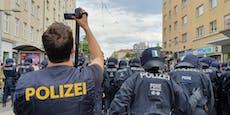 Diensthund und Polizisten durch Demo-Brutalos verletzt