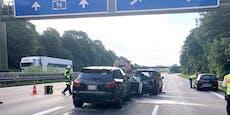 18-jährige Porsche-Cayenne-Lady rast in Stauende