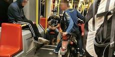 """""""Kein Benzin?"""" Wiener Teenies fahren mit Moped in U6"""
