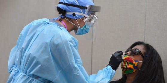 In den USA starben bisher knapp 121'000 Menschen in Verbindung mit der Lungenkrankheit Covid-19.