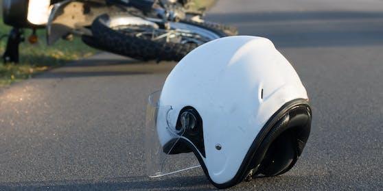 Ein 58-Jähriger wurde bei einem Motorradunfall im Bezirk Villach-Land schwer verletzt (Symbolfoto)