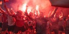 Mit Bengalen, ohne Abstand: Fans feiern Liverpool-Titel