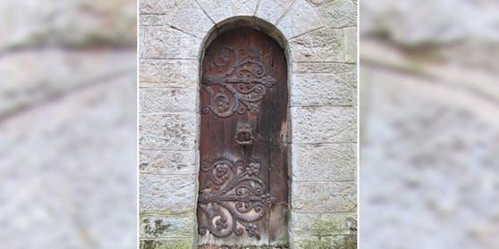 Die Nebeneingangstür des Schlosses Leopoldstein in Eisenerz wurde gestohlen.