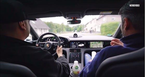 JP fuhr mir dem E-Porsche 142 km/h im Ortsgebiet.