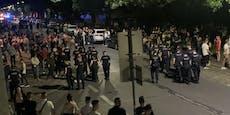 200 Leute vor Balkan-Club: Polizei crasht Straßenparty