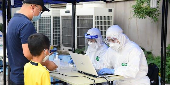 Eine halbe Million Menschen muss in China in Quarantäne. So will die Regierung einer zweiten Welle von Infektionen entgegenwirken.