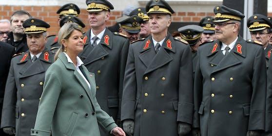 Verteidigungsminister Klaudia Tanner (ÖVP) bei ihrem Amtsantritt in der Rossauer Kaserne.