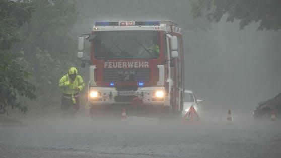 Eine heftige Gewitterfront traf am Samstagabend viele Teile Salzburgs. Die Feuerwehr musste ausrücken. (Archivbild)