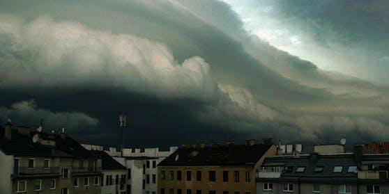 Eine Regenwalze rollt über Österreich.