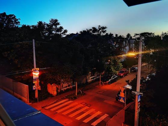 Über den Dächern von Liesing: Aufnahme mit Huawei P40 Pro+ in der Nacht