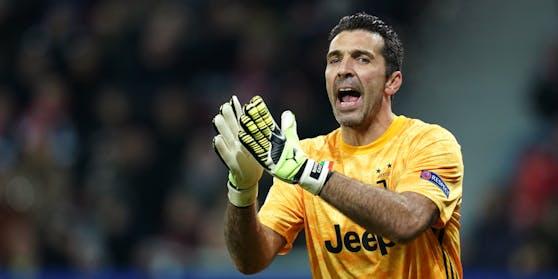 Gigi Buffon bleibt Profi-Kicker.