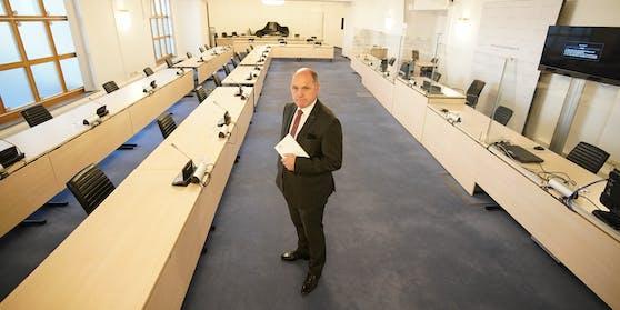 Sobotka im Sitzungssaal und abgetrenntem Wartebereich