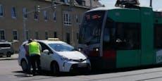 Unfall in Wien: Straßenbahn kracht in Taxi