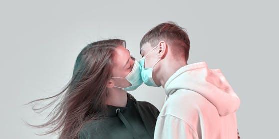 Ärzte empfehlen: Tragt besser eine Maske beim Sex - Love