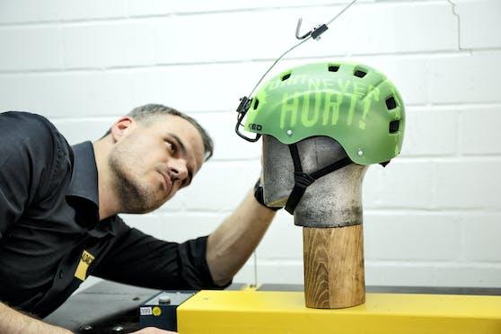 Der ÖAMTC hat 10 Helme für Jugendlich getestet. Unter den besten Modellen befindet sich eines der günstigsten Produkte.