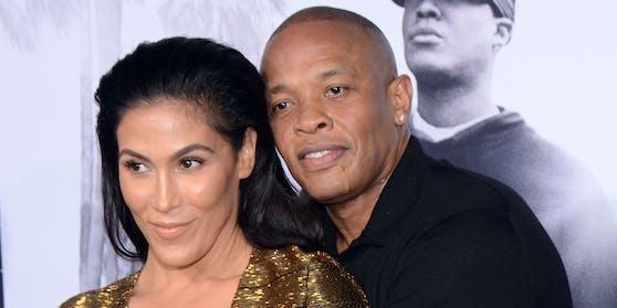 Ein Bild aus besseren Tagen: Nicole Young (li.) hat nach über 20 Jahren Ehe die Scheidung von Musiker Dr. Dre beantragt.