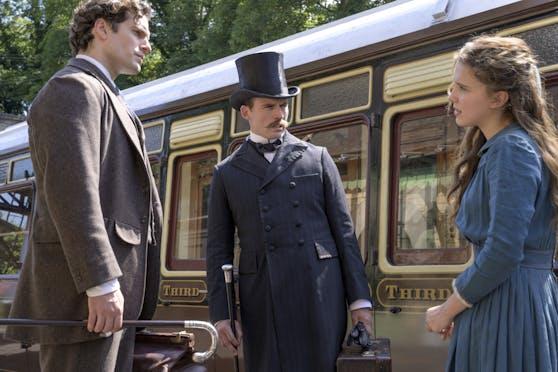 """In der Netflix-Produktion """"Enola Holmes"""" übernimmt Millie Bobby Brown (re.) die Rolle von Sherlock Holmes' (Henry Cavill, li.) kleiner Schwester."""