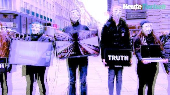 """Weiße Anonymous-Maske, schwarzes Gewand, Laptop oder Flachbildfernseher in der Hand - so sieht man die Aktivisten von """"Anonymous for the Voiceless"""" auf der ganzen Welt stehen."""