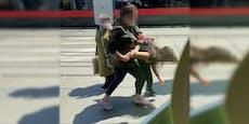 Frau prügelt auf Kind (11) wegen Corona-Maske ein