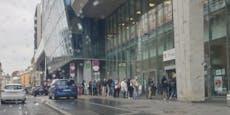 Wieder stehen Hunderte Wiener vor dem Finanzamt