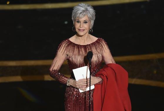Jane Fonda überraschte bei der Oscar-Verleihung 2020 als Silberfüchsin.