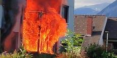 Feuerwehr rettet Hund aus Flammen-Wohnung – 6 Verletzte
