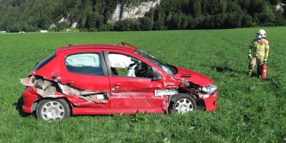 Der rote Peugeot des 29-Jährigen und ihrer Tochter wurde regelrecht aufgeschlitzt