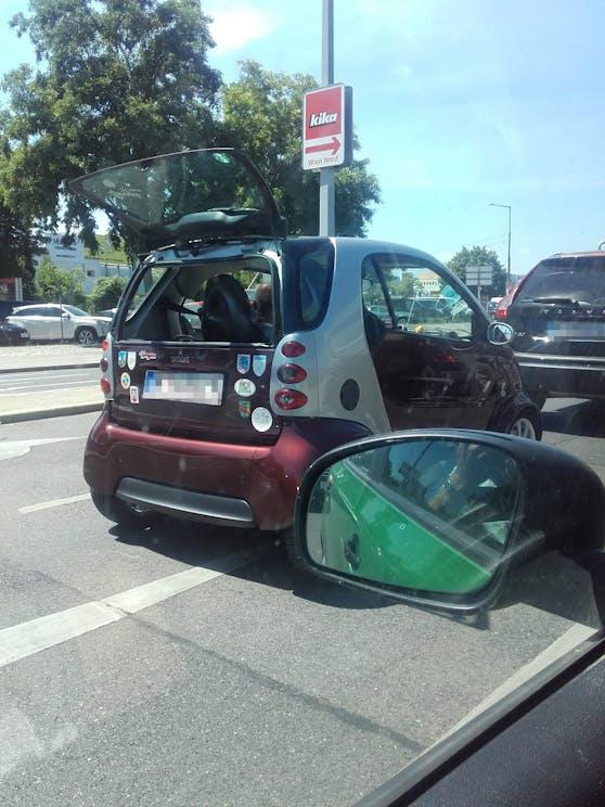 Ein Leser endeckte einen kreativen Smart-Fahrer.